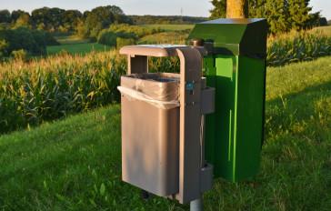 Müllbeutel und -eimer